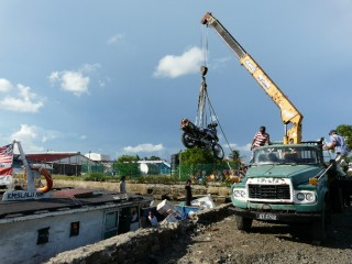 The crane operator assured me he can lift anything up to an elephant, that the rope is strong enough. Not to worry.