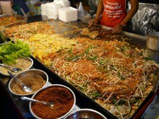 Giant Phat Thai dish