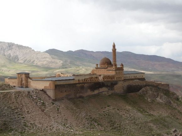 P1010409 Ishak Pasa Palace located on the hills above Dogubayazit(1).JPG